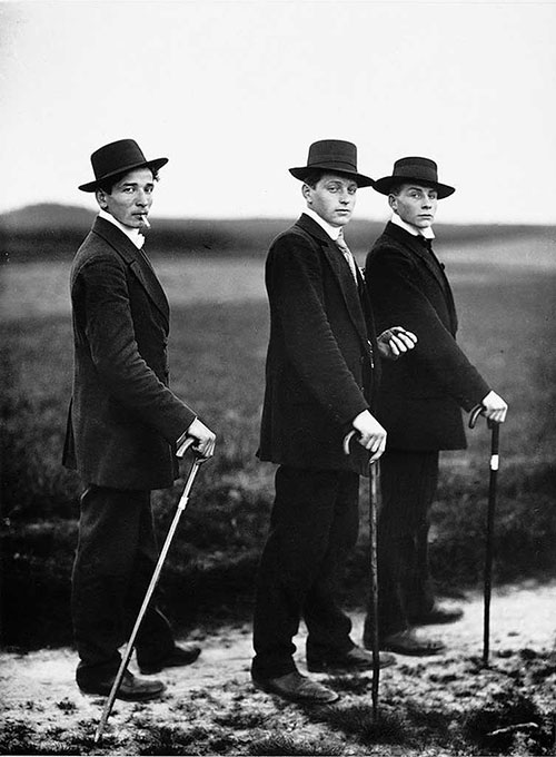 田间的三个绅士 桑德作品