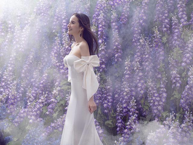 这次拍摄还应用了紫色花朵
